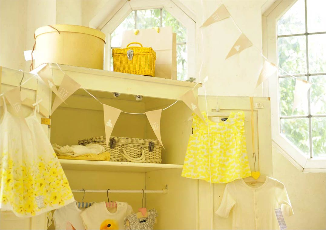 Baby GAP×HugMug   Baby Shower Party display