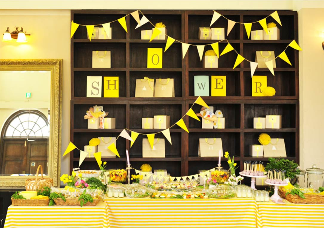 Baby GAP ×HugMug Party display